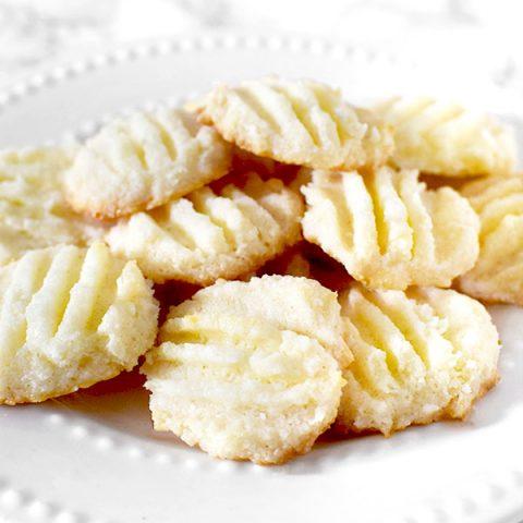 Biscoitos de Maizena or cornstarch cookies on a plate