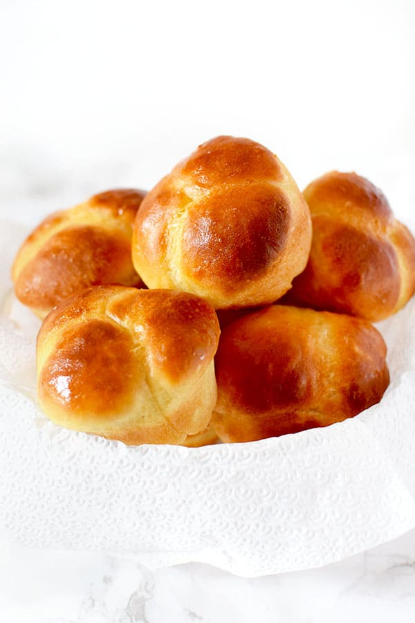 cloverleaf rolls in a bowl with a napkin